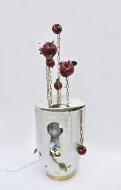 mocquet-serrure-pipolaire-67x26cm-2020-gres-emaille-lustre-or-chromo-chaine-laiton-socle-laiton-porcelaine-led-web3-006ec7f32fc2bd5cfb5775986827ec50