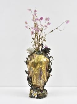 mocquet-vase-quenouille-a-l-oeuf-d-or-38x16x22cm-email-grand-feu-petit-feu-email-or-et-platine2018-web-82141a5cba86af6e90ab0d84151acf2e